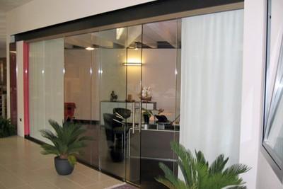 Pareti divisorie con porte scorrevoli in vetro a Vicenza - Vetreria ...